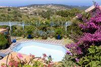Villa in Portugal, Colares: Swimming pool with view down valley to sea