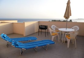 Large 2 Bed, 2 Bath Sea View Apartment, Air conditioned + Wi-Fi