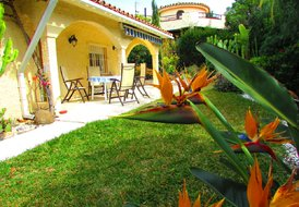 **La Casita - Estepona villa with private garden close to beach**