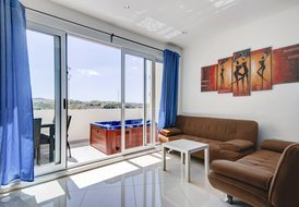 Sunny 2-bedroom with Terrace and Seaviews