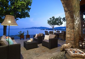 Villa in Greece, Haraki