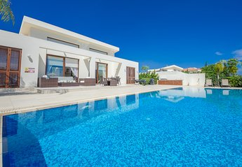 4 bedroom Bungalow for rent in Protaras