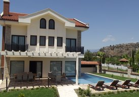 Harmony Villa East Sleeps 10 (5 Bedrooms)