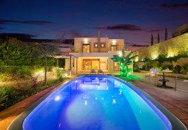 Paradise Villa sleeps up to 6
