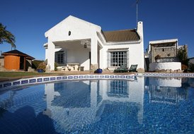 VILLA WITH SALTWATER POOL, SPA & AC CLOSE TO THE ZAHORA BEACH