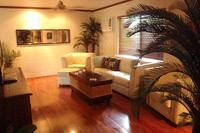 House in Australia, Cairns: Lounge room with wooden floor boards
