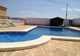 QUIRKY HOLIDAY FOR FAMILY/FRIENDS  (sleeps 4 +)