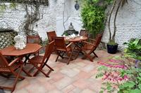 House in United Kingdom, Brighton & Hove: The courtyard garden is a sun trap in the afternoon