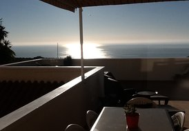 SEAFRONT PROPERTY, 6 KMS ALICANTE AIRPORT, FREE WIFI, GOLF NEARBY