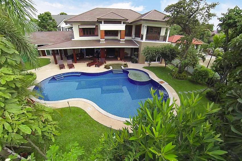 Lanna Karuehaad Villa | 6 plus 2 Bed Property near Chiang Mai Cen