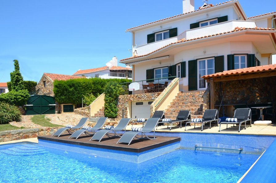 Villa To Rent In Biscaia Lisbon Metropolitan Area With