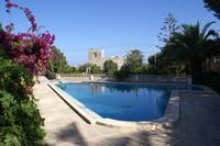 Bungalow in Malta, Birzebbugia: Swimming Pool and Garden View