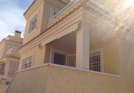 Spacious 4 bed 3 bath Villa with Wifi & Sat TV