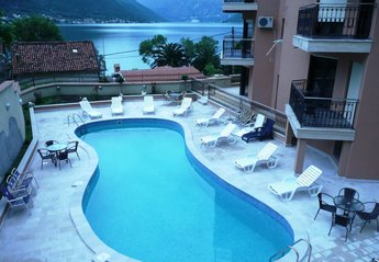Apartment in Montenegro, Dobrota: Shared pool