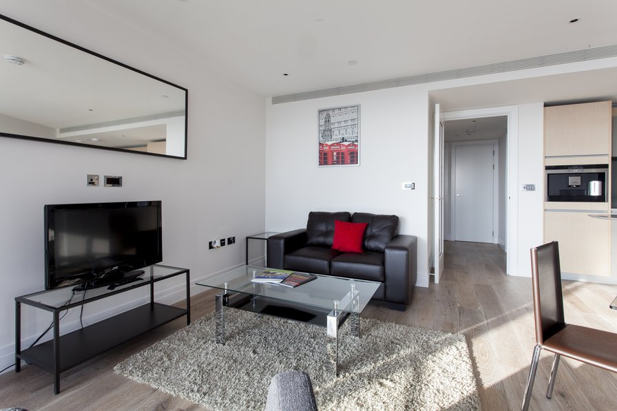 Fabulous One Bedroom Apartment at Riverlight Quay