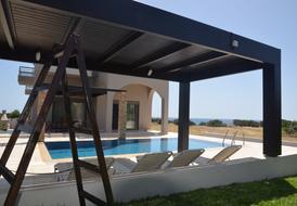 private pool only 10 m to the beach of Gennadi