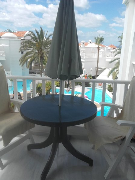 STUNNING 1 BED APARTMENT IN A SEAFRONT COMPLEX