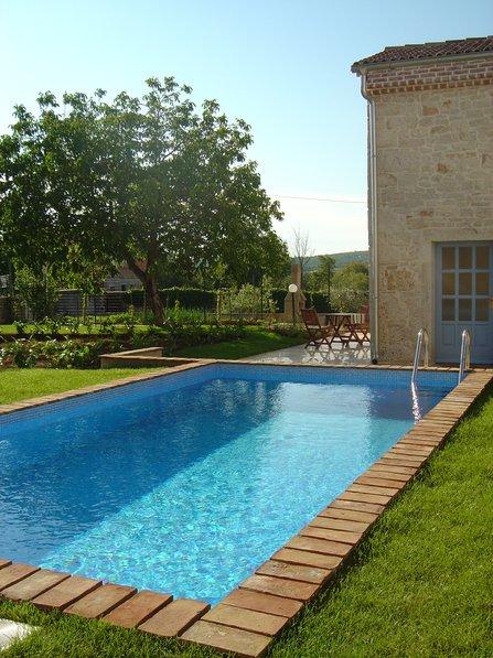 Villa in Croatia, Stranici