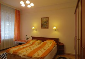 3 br/2 bath apartment in center of Budapest with Garage parking