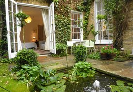 A country idyll in London. Central location, ideal for couples.