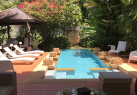 Chom Tawan Luxury 5BR next to the beach,private swimming pool