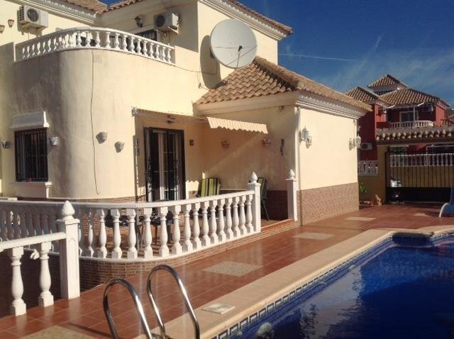 BEAUTIFUL 3 BED VILLA WITH PRIVATE POOL, SKY TV & WIFI