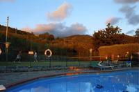 House in Italy, Pian di Scò: Pool and tennis court at sunset