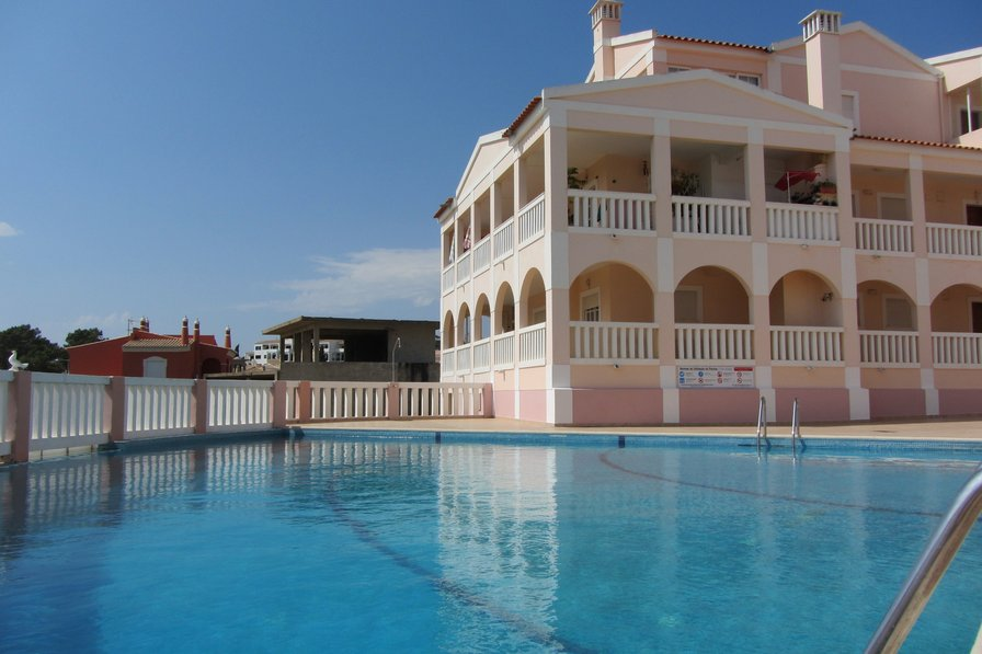 303 complex near Portimao, only 300 meters from the dream beach