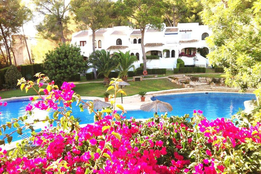 Apartment in Spain, Mitjans