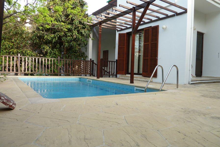 Villa to rent in kyrenia town cyprus with private pool for Anda garden pool villas