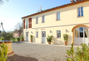 Country House in Italy, Altopascio