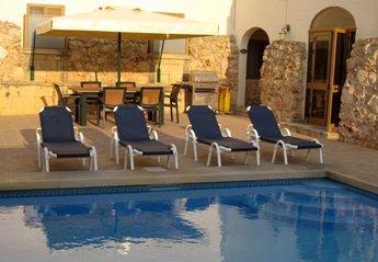 Farm House in Malta, Victoria: private pool and BBQ area