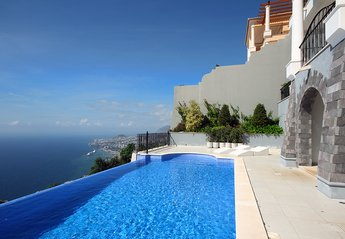 Villa in Portugal, Funchal: Reservation contact information: resortsdreams@gmail.com