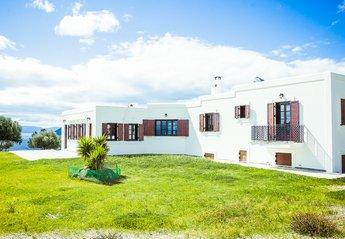 Villa in Greece, Aegina: Exterior View