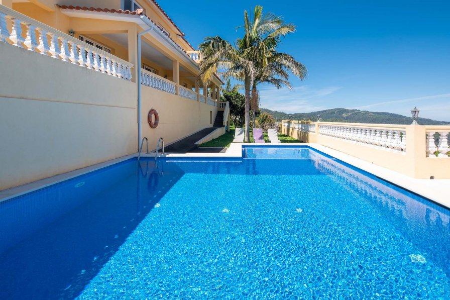 Villa in Portugal, Lobas