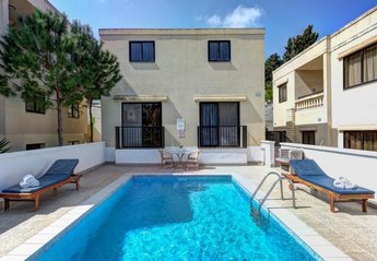 2 bedroom Villa for rent in Santa Maria Estate