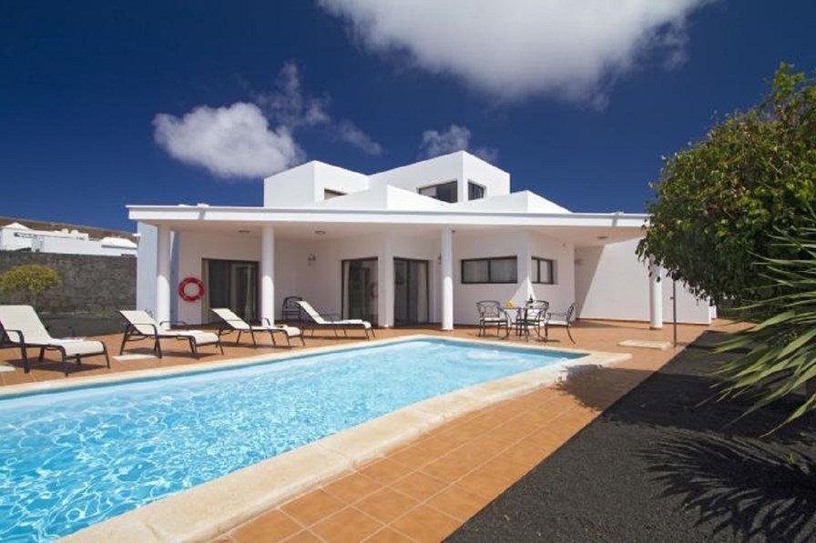 3 Bedroom Villa Playa Blanca