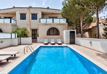 3 bedroom Villa for rent in Santa Maria Estate