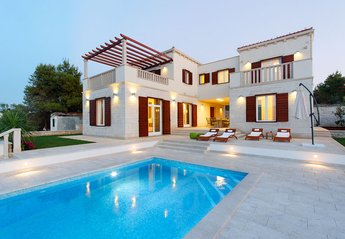 4 bedroom Villa for rent in Splitska