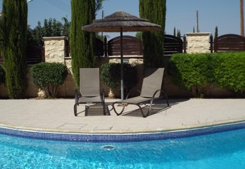 Apartment in Cyprus, Pyla: Relax by the pool
