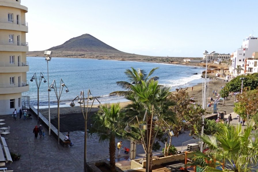 Beautiful Beachfront Apartment in El Medano, Tenerife south.