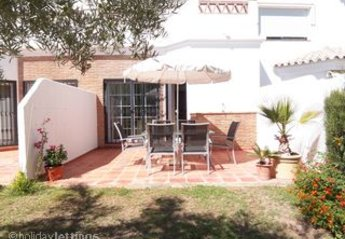 Villa in Spain, Lauro Golf: Patio to rear of the property