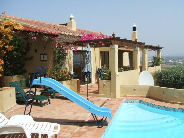Bonzer View, heated pool, panoramic views, near town and beach