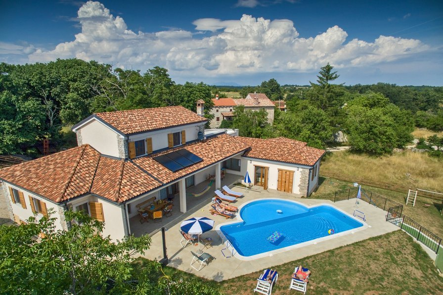 Arton Villa with pool in the heart of Istria