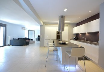 Apartment in Greece, Heraklion: View of kitchen and living room