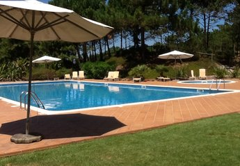 Town House in Portugal, Praia D'El Rei: Another of the superb 22 metre pools