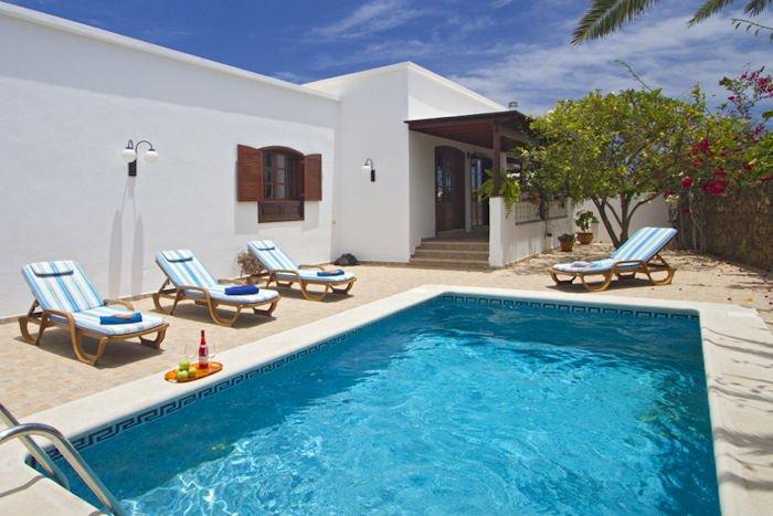 delightful 4 bedroom 5 bathroom villa in Costa Teguise