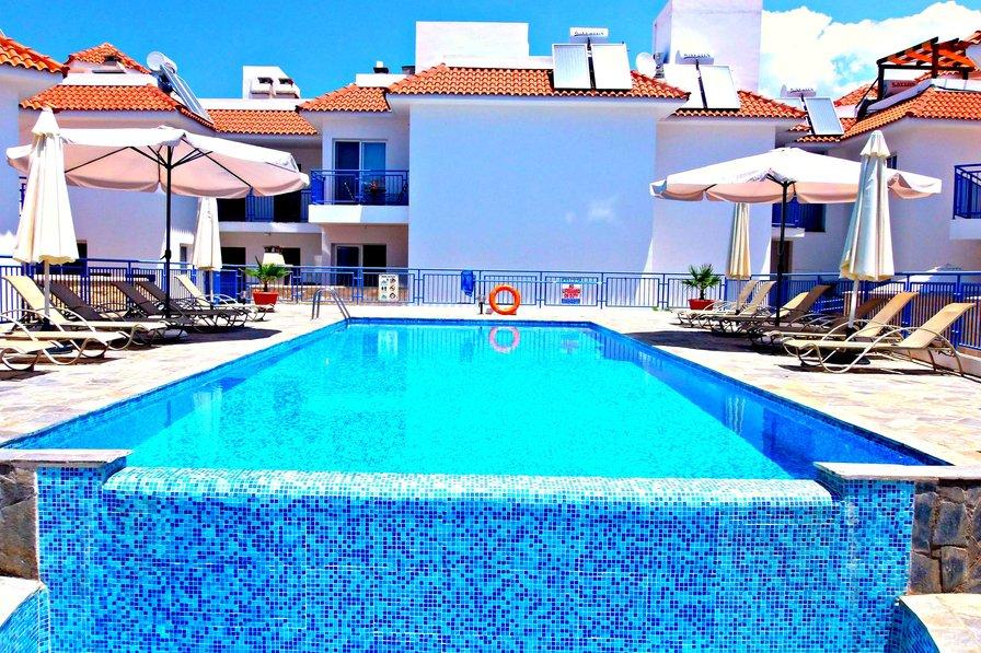 1 Bed Apt - Jacuzzi - Large Pool - 10 Mins Walk to Beach - Wifi