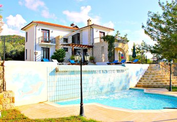 4 bedroom Villa for rent in Argaka