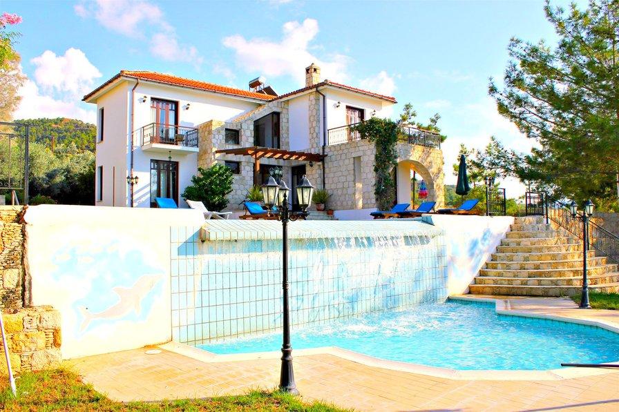 Stunning 4 Bed Villa - Play Ground - Infinity Pool - Sea Views